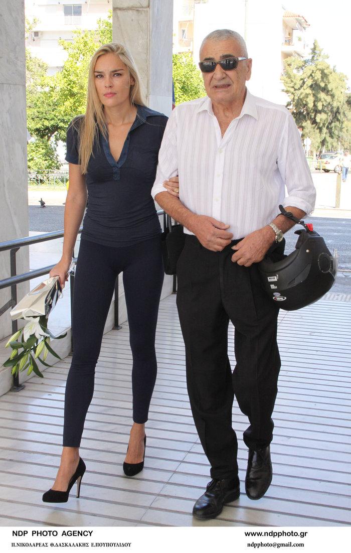 Γιώργος Βογιατζής: Στην πασαρέλα η 30 χρόνια νεότερη καλλονή σύζυγός του