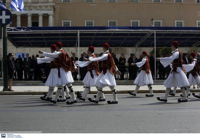 Εντυπωσιακή η μαθητική παρέλαση στην Αθήνα - Φωτογραφίες - εικόνα 9