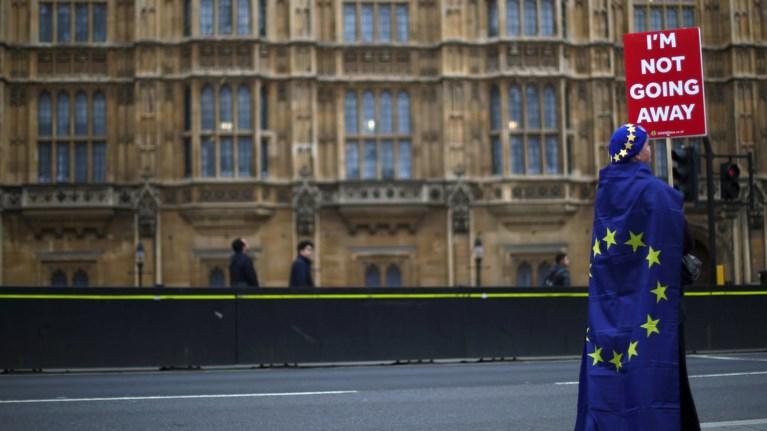 ian-kerso-mia-nifalia-eksigisi-gia-to-brexit