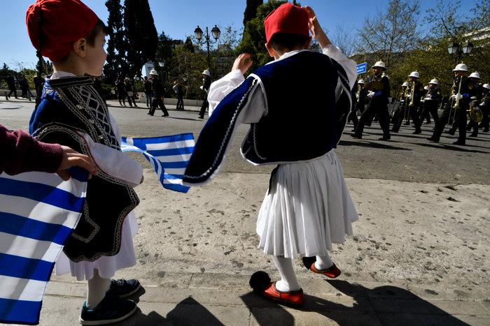 Παρέλαση 25ης Μαρτίου: Τα χαριτωμένα τσολιαδάκια που έκλεψαν την παράσταση - εικόνα 4