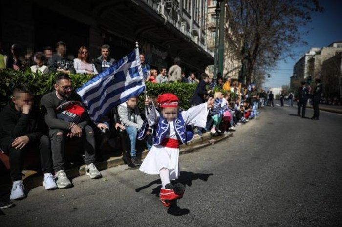 Παρέλαση 25ης Μαρτίου: Τα χαριτωμένα τσολιαδάκια που έκλεψαν την παράσταση