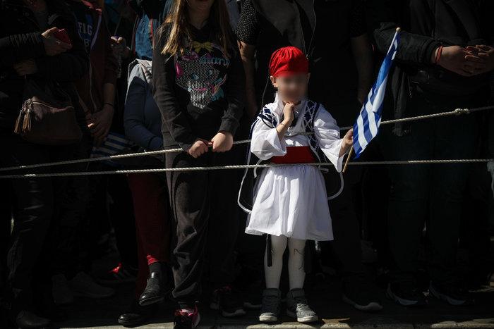 Παρέλαση 25ης Μαρτίου: Τα χαριτωμένα τσολιαδάκια που έκλεψαν την παράσταση - εικόνα 3