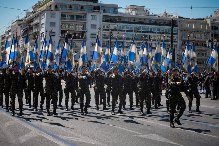 Εντυπωσίασαν οι Ένοπλες Δυνάμεις στην παρέλαση της Αθήνας