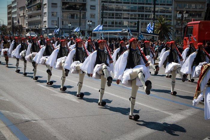 Εντυπωσίασαν οι Ένοπλες Δυνάμεις στην παρέλαση της Αθήνας - εικόνα 2