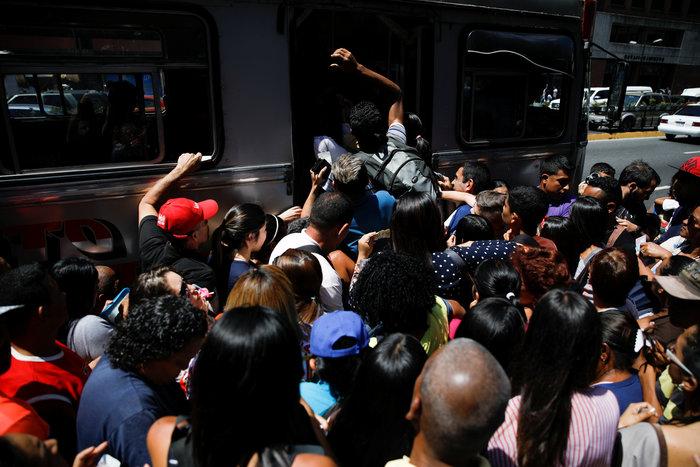 Στο σκοτάδι μεγάλο τμήμα της Βενεζουέλας και το Καράκας-Nέο μπλακ άουτ ΦΩΤΟ - εικόνα 2