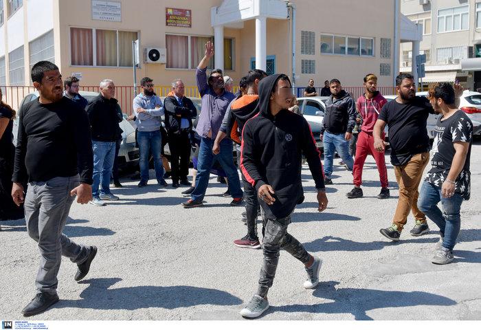 Δολοφονία Ρομά: Συμπλοκές έξω από τα δικαστήρια της Κορίνθου - εικόνα 4