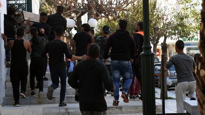 Δολοφονία Ρομά: Συμπλοκές έξω από τα δικαστήρια της Κορίνθου - εικόνα 6