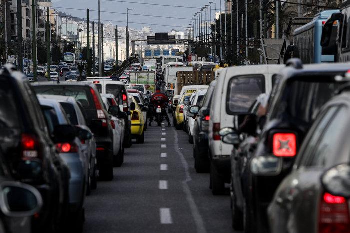 Εκτροπή οχημάτων στην άνοδο της Συγγρού λόγω αστάθειας πινακίδας - εικόνα 2