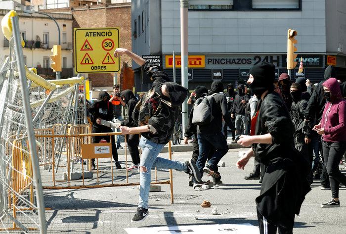 Ισπανία: Άγρια επεισόδια μεταξύ ακροδεξιών και αυτονομιστών - εικόνα 2