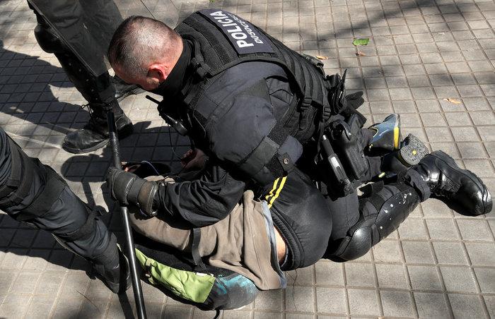 Ισπανία: Άγρια επεισόδια μεταξύ ακροδεξιών και αυτονομιστών - εικόνα 4