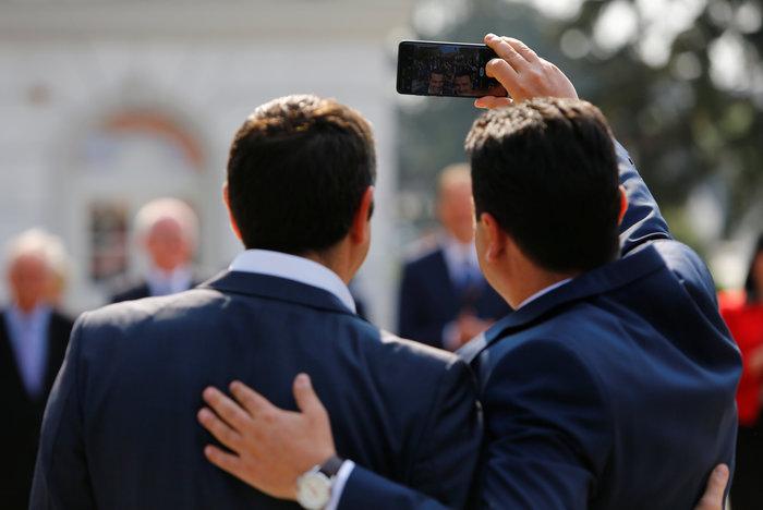 Η selfie, οι «ανησυχίες» του πατέρα Ζόραν και η Μπέτυ Μπαζιάνα