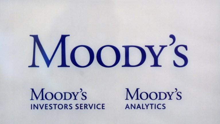 moodys-anodos-stis-times-twn-ellinikwn-akinitwn-ton-epomeno-18mino