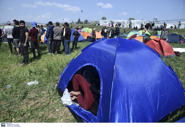 Μετανάστες κατασκήνωσαν στα Διαβατά-Θέλουν να πάνε στην Ειδομένη - εικόνα 2