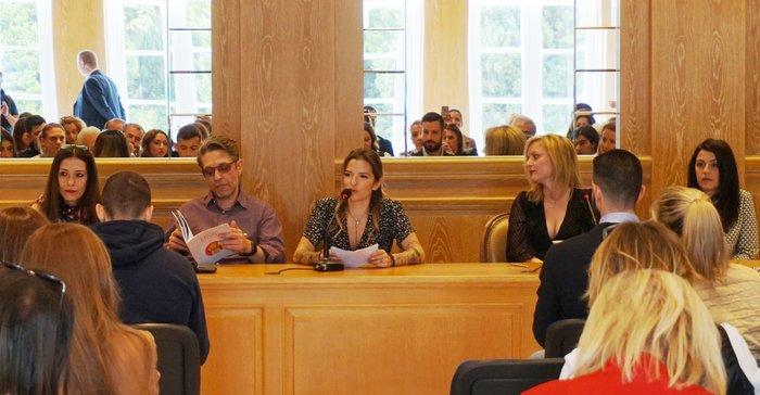 Η Εριέττα Κουρκουλου- Λάτση, Πρόεδρος της Φιλοζωικής Οργάνωσης SGS μιλάει για το έργο της ΜΚΟ. Στο πάνελ από αριστερά προς δεξιά η Αθηνά Μαξίμου, ο Αιμίλιος Χειλάκης, η Εριέττα Κουρκουλου- Λάτση, η Χρύσα Ξουραφά, η Αθηνά Σόκολη.