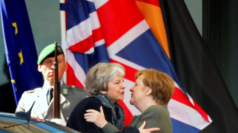brexit-xwris-dilwseis-oloklirwthike-i-sunantisi-mei-merkel