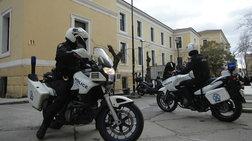 Ρομά απέσπασαν ομοεθνή τους από αστυνομικούς στην Ευελπίδων