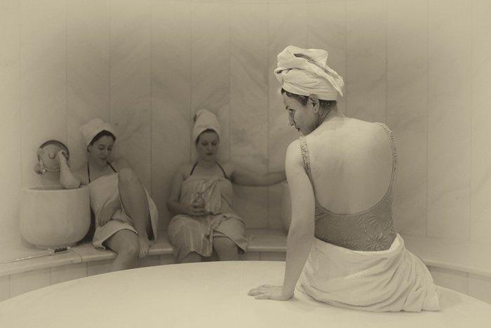 Οι λουόμενες: μια παράσταση για τα μυστικά των γυναικών