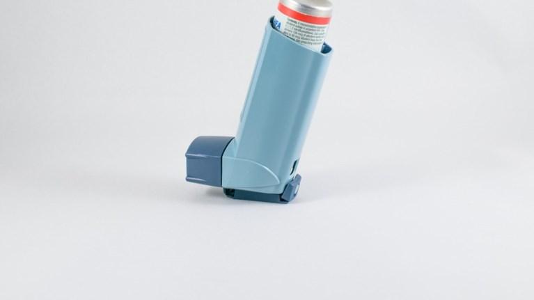 4-ek-paidia-etisiws-emfanizoun-asthma-logw-twn-rupwn-apo-ta-ix