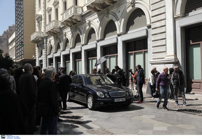 Εικόνες από τα γυρίσματα της ταινίας του Κώστα Γαβρά στο κέντρο Αθήνας - εικόνα 3