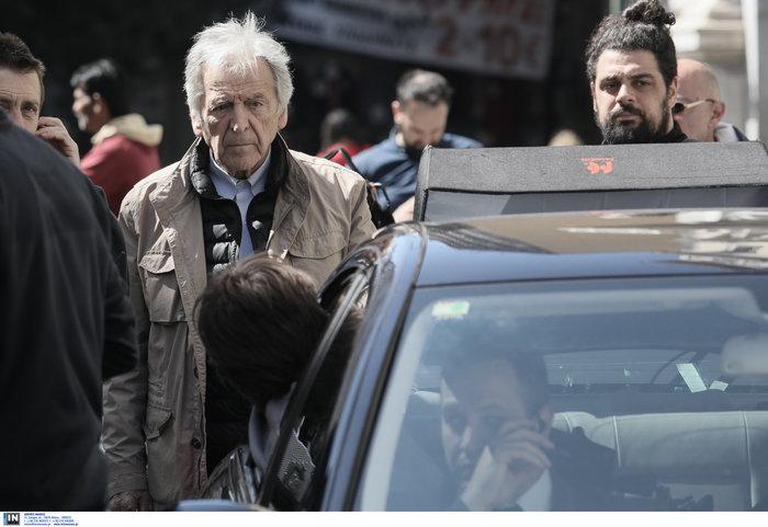 Εικόνες από τα γυρίσματα της ταινίας του Κώστα Γαβρά στο κέντρο Αθήνας - εικόνα 6