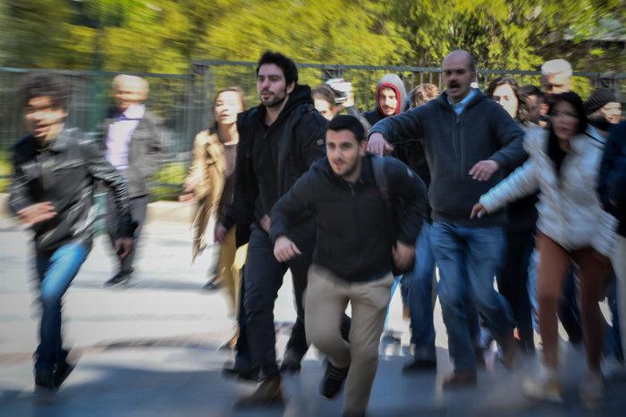 Εικόνες από τα γυρίσματα της ταινίας του Κώστα Γαβρά στο κέντρο Αθήνας - εικόνα 7