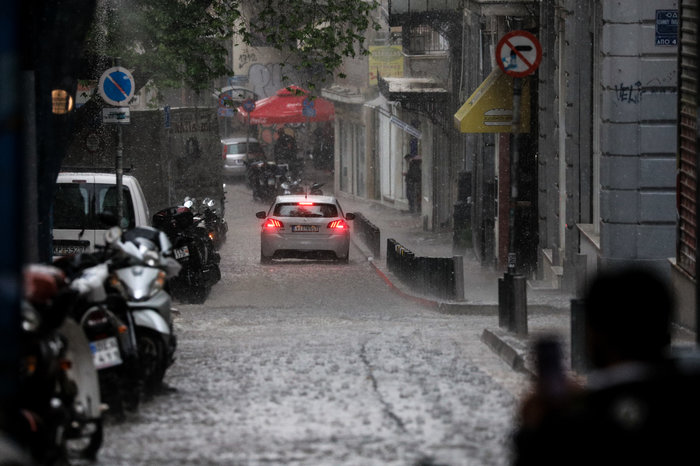 Ισχυρή βροχόπτωση και έντονο χαλάζι στην Αθήνα - Βίντεο - εικόνα 2