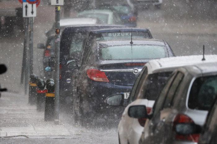Ισχυρή βροχόπτωση και έντονο χαλάζι στην Αθήνα - Βίντεο - εικόνα 3