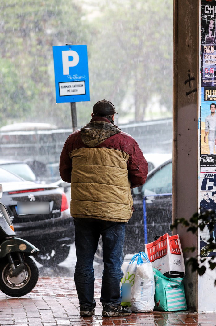 Ισχυρή βροχόπτωση και έντονο χαλάζι στην Αθήνα - Βίντεο - εικόνα 4