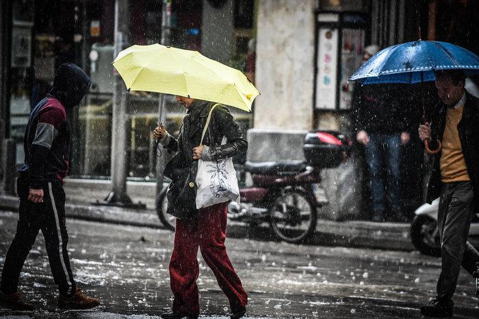 Ισχυρή βροχόπτωση και έντονο χαλάζι στην Αθήνα - Βίντεο - εικόνα 7