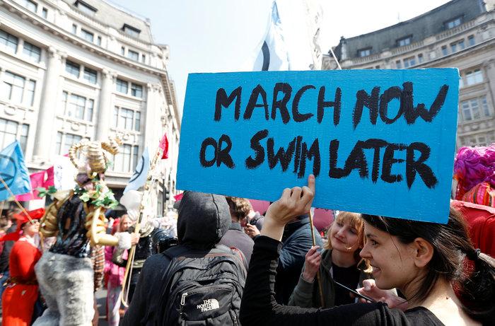 Αποκλεισμοί κεντρικών σημείων του Λονδίνου από διαδηλωτές για το περιβάλλον