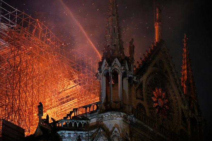 Καταστροφή ιστορικών διαστάσεων στην Παναγία των Παρισίων