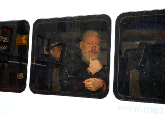 Τζ. Ασανζ: Ο άνθρωπος που άλλαξε τη δημοσιογραφία - εικόνα 4