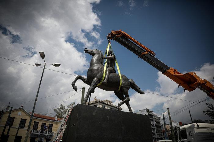 Τοποθετήθηκε το άγαλμα του Μεγάλου Αλεξάνδρου στο κέντρο της Αθήνας