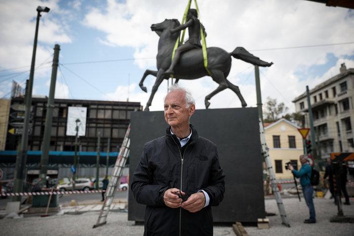 Τοποθετήθηκε το άγαλμα του Μεγάλου Αλεξάνδρου στο κέντρο της Αθήνας - εικόνα 2