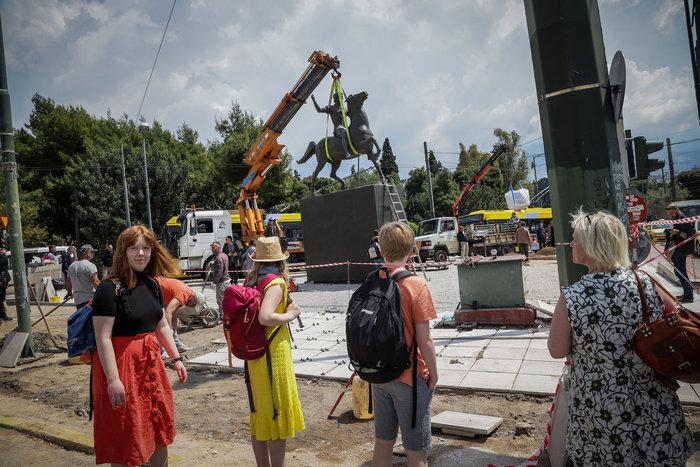 Τοποθετήθηκε το άγαλμα του Μεγάλου Αλεξάνδρου στο κέντρο της Αθήνας - εικόνα 5