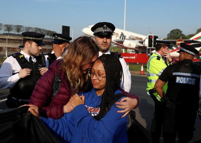 Η τελευταία γενιά: Οι Βρετανοί έφηβοι διαδηλώνουν για το κλίμα (φωτό)
