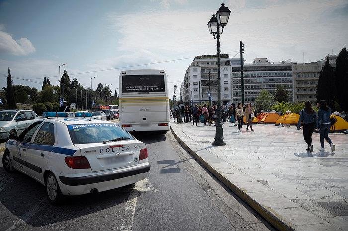 Αποχώρησαν οι πρόσφυγες από την πλατεία Συντάγματος - εικόνα 2