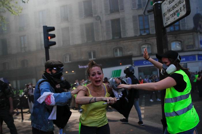 Σοβαρά επεισόδια στη Γαλλία μεταξύ αστυνομίας και κίτρινων γιλέκων - εικόνα 2