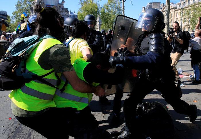 Σοβαρά επεισόδια στη Γαλλία μεταξύ αστυνομίας και κίτρινων γιλέκων - εικόνα 3