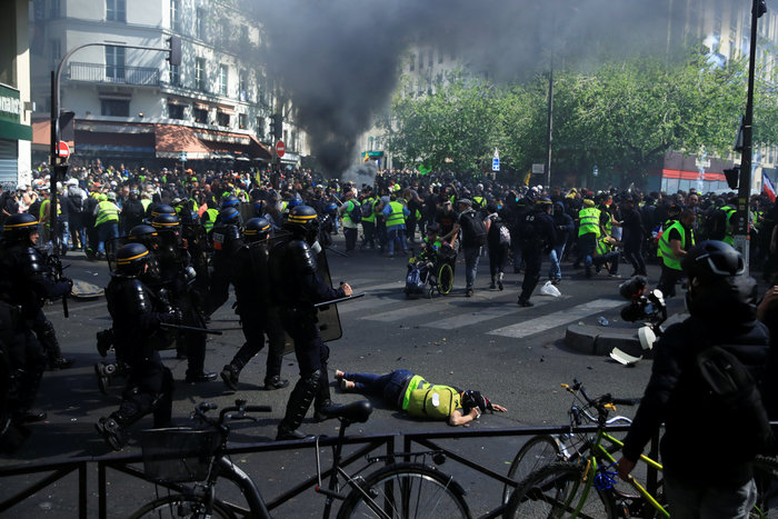 Σοβαρά επεισόδια στη Γαλλία μεταξύ αστυνομίας και κίτρινων γιλέκων - εικόνα 4