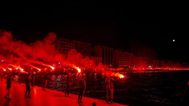 Εκαναν τη νύχτα μέρα οι φίλοι του ΠΑΟΚ στη Θεσσαλονίκη