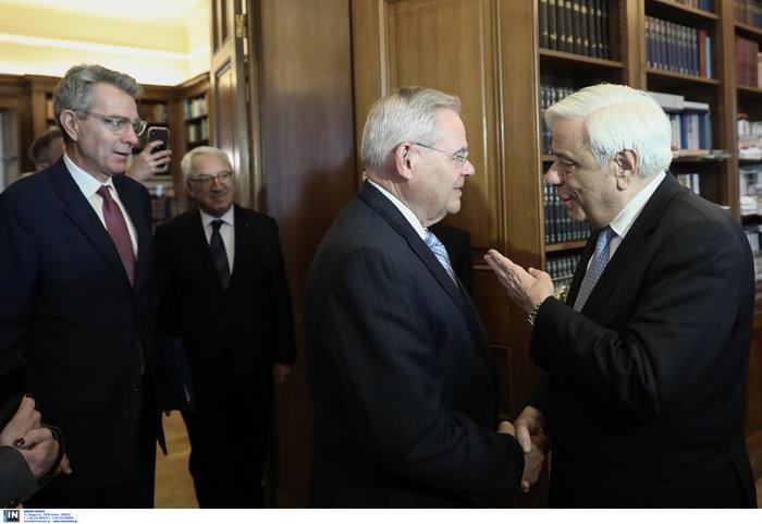 Συνάντηση Παυλόπουλου - Αποστολάκη με αμερικανό γερουσιαστή