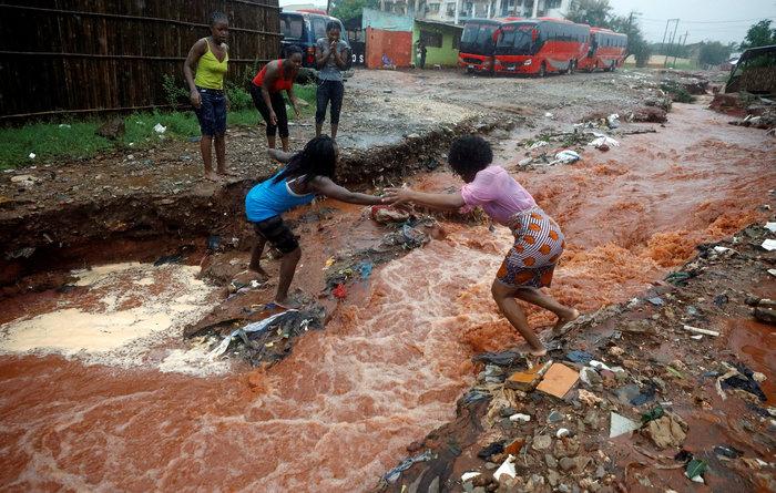 Μοζαμβίκη: Χείμαρροι λάσπης ισοπέδωσαν σπίτια, παγίδευσαν οικογένειες