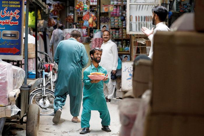 Από το Game of thrones στο Πακιστάν! Ο σερβιτόρος σωσίας του Λάνιστερ