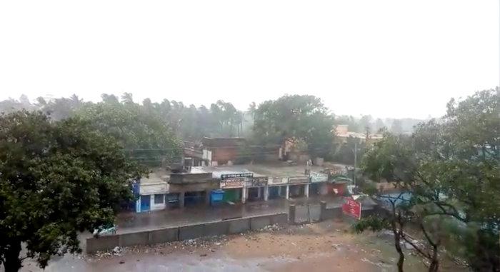 Ο τυφώνας Φάνι πλήττει την Ινδία-απομακρύνθηκαν 1 εκατ. άνθρωποι - εικόνα 4