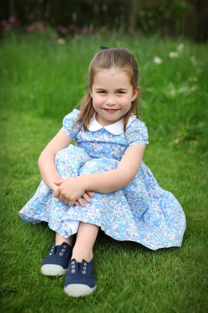 Ξέρουμε γιατί η πριγκίπισσα Σάρλοτ είναι πάντα ντυμένη στα γαλάζια