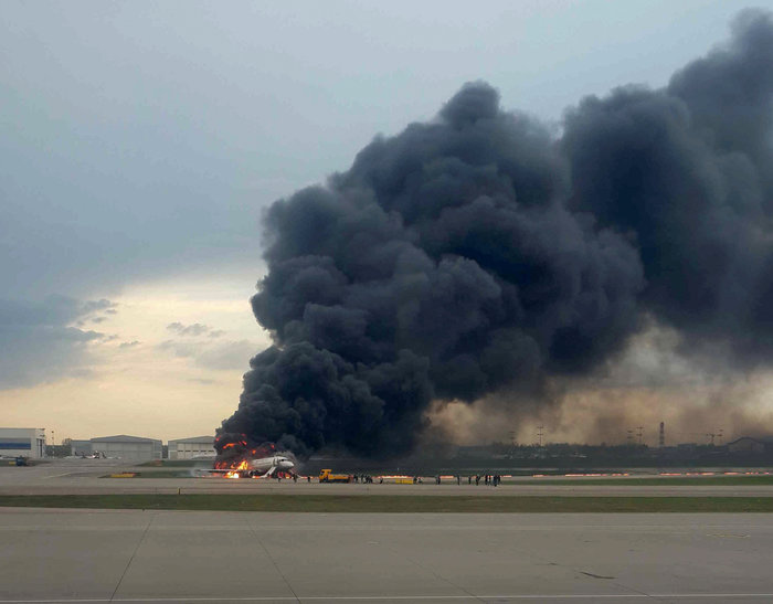 Τραγωδία στη Ρωσία: Το αερoπλάνο χτυπήθηκε από κεραυνό