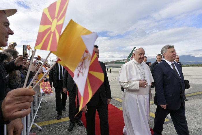 Στα Σκόπια ο Πάπας Φραγκίσκος - Η επιμονή του Ιβάνοφ