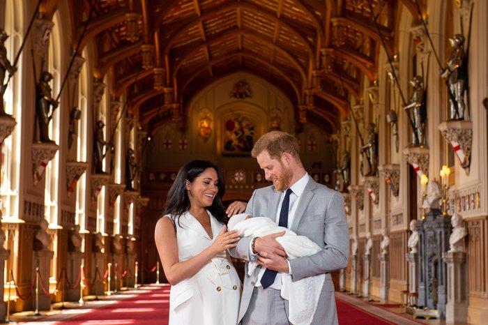 Η στιγμή που περιμέναμε: Η πρώτη εμφάνιση του βασιλικού μωρού - εικόνα 2