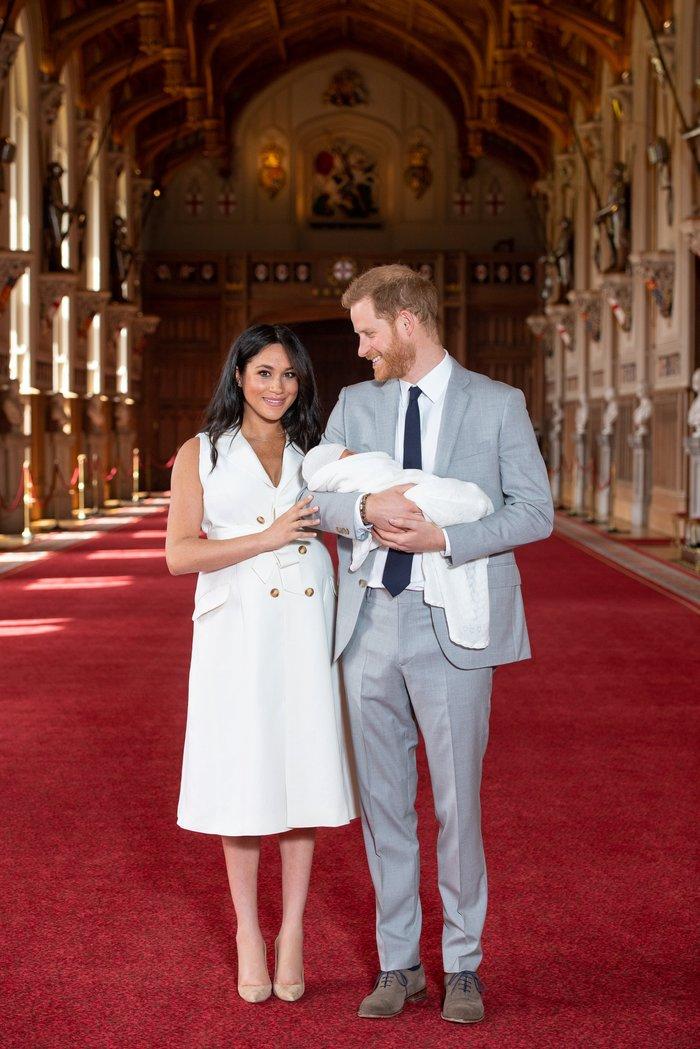 Η στιγμή που περιμέναμε: Η πρώτη εμφάνιση του βασιλικού μωρού - εικόνα 3